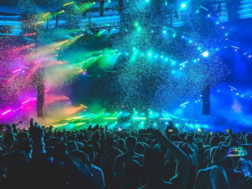 Cum se leagă festivalurile de muzică cu spiritul